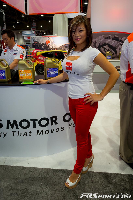 2013-sema-models-018