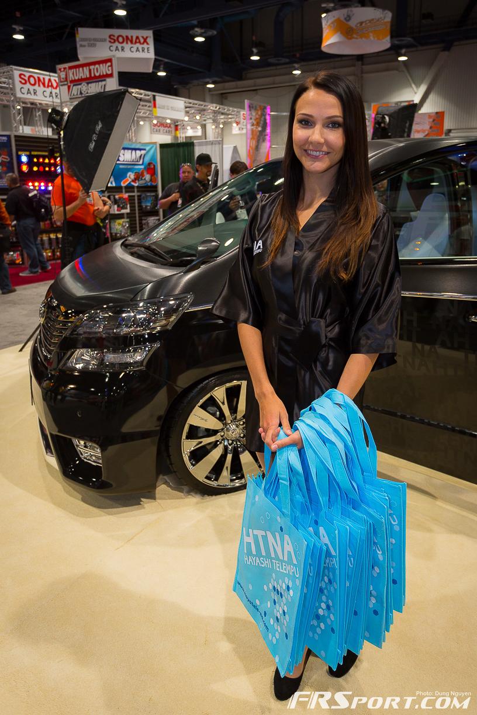 2013-sema-models-021