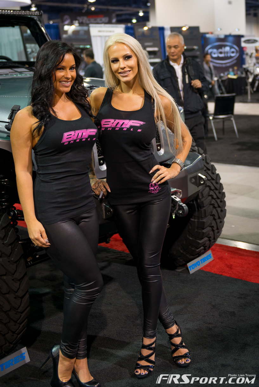 2013-sema-models-026