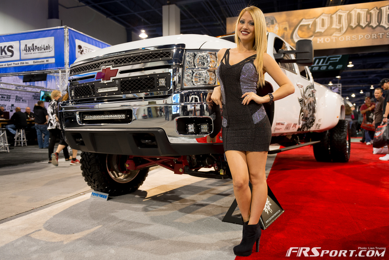 2013-sema-models-029
