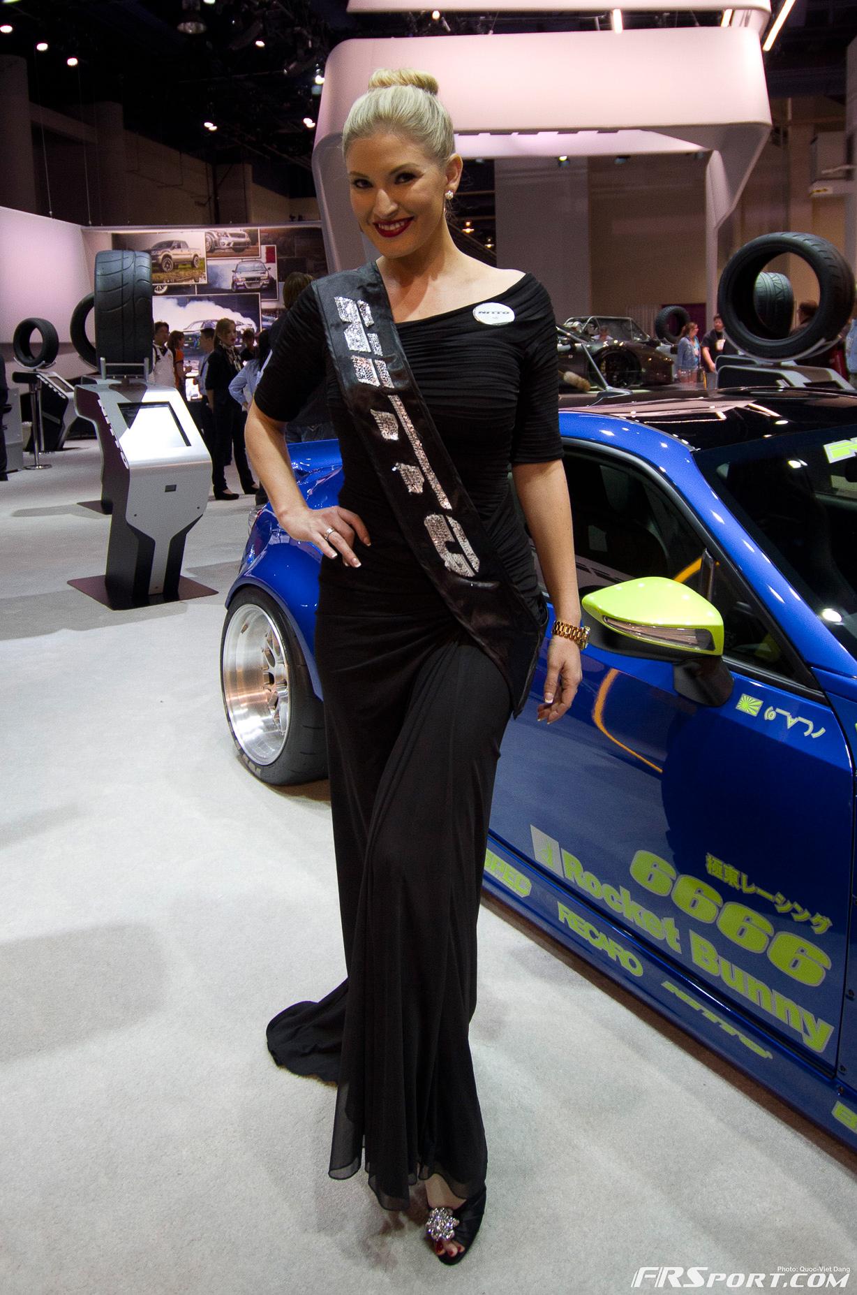 2013-sema-models-046