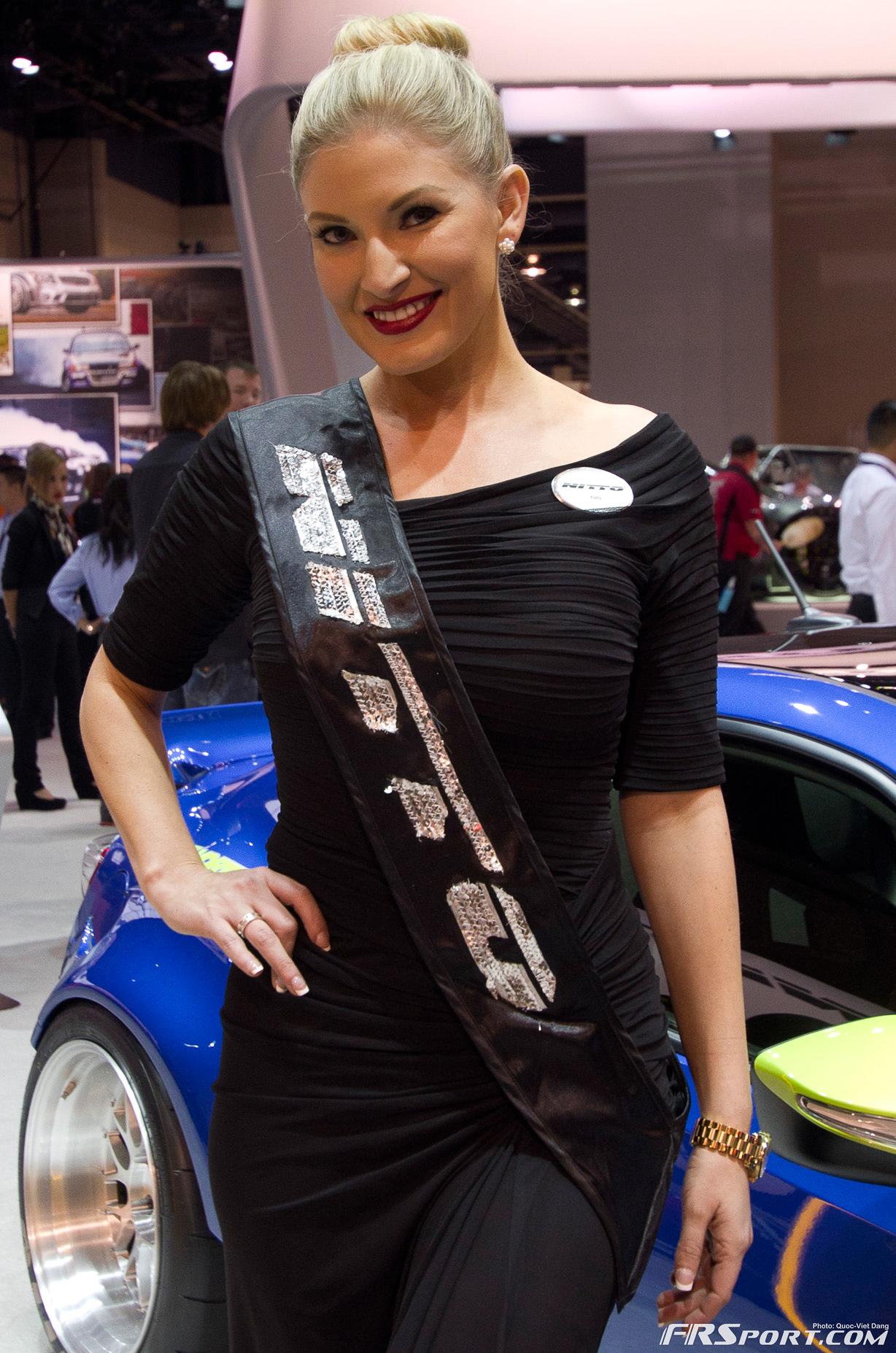 2013-sema-models-047
