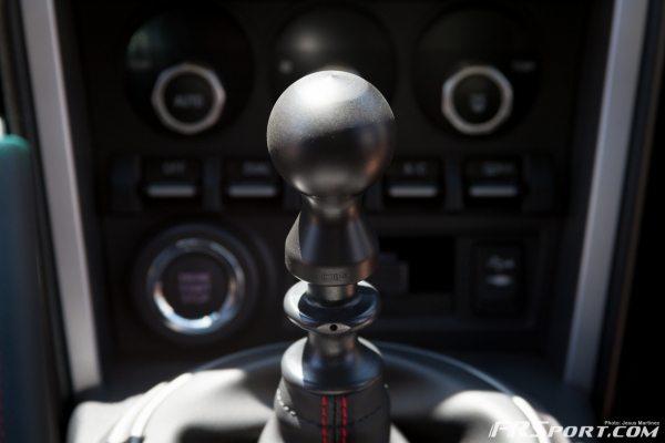 BRZ DIF Shiftknob Install-007