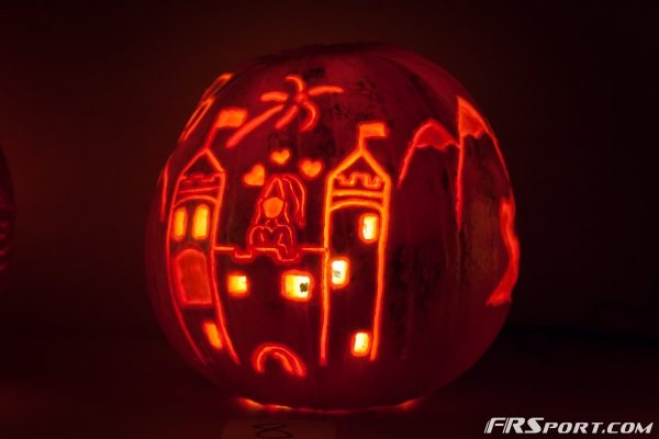 2014 FR Sport Pumpkin Carving Contest-010